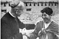 Kaiser mit einem Andenbewohner