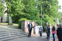Freitreppe zum Kirchplatz hin