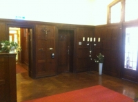 Die Empfangshalle: der Eingang zum Büro der Hausleitung